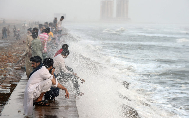Pakistani youths cool themselve at the Clifton beach during heatwave in Karachi on June 27, 2015.  More than 1,000 people have died as a result of days of scorching temperatures in southern Pakistan, with the sprawling metropolis Karachi the worst-affected city. (Photo by Asif Hassan/AFP Photo)