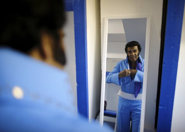 Elvis Presley tribute artist Robert Pooran of Etobicoke prepares in a dressing room before a gospel talent contest during the four-day Collingwood Elvis Festival in Collingwood, Ontario July 26, 2015. (Photo by Chris Helgren/Reuters)