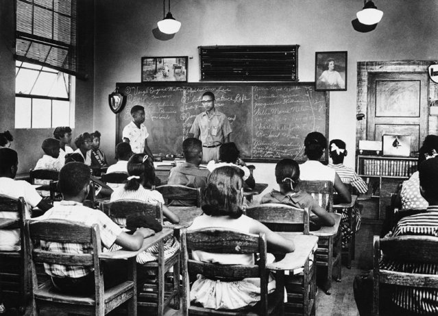 White students are conspicuously absent from this Colp grade school classroom in Colp, Illinois as they boycotted the newly-integrated school system on Monday, August 27, 1957. Principal Archie Moseley addresses part of the 60 students who registered. None of the more than 40 white students showed up. (Photo by AP Photo)