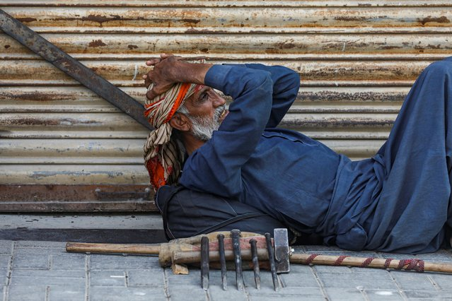Mohammad Saeed, 55, father of six and a construction laborer, waits for work during a lockdown after Pakistan shut all markets, public places and discouraged large gatherings amid the outbreak of coronavirus disease (COVID-19), in Karachi, Pakistan, March 31, 2020. (Photo by Akhtar Soomro/Reuters)