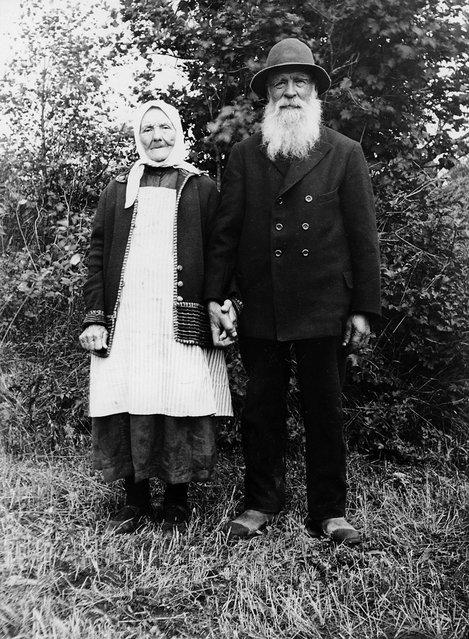 Mr and Mrs Samuelsson, Stigåsa, Småland, Sweden, 1932. The yeoman farmer Carl Anders Samuelsson, born in 1857, and his wife Anna Lena. (Photo by Einar Erici)