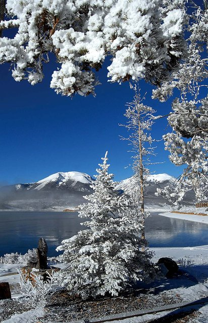 Hoar frost clings to trees in Dillon, Colorado along the waters of Dillon Reservoir after temperatures dropped to nearly -20 degrees through the night and into the morning Dec 17, 2010. (Photo by Mark Fox/Summit Daily News)