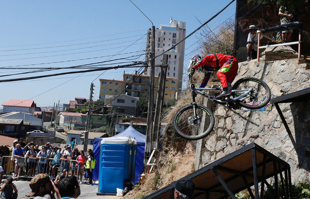 Bernardo Cruz of Brazil in action during the Valparaiso mountain bike downhill race in Valparaiso, Chile on February 11, 2018. (Photo by Rodrigo Garrido/Reuters)