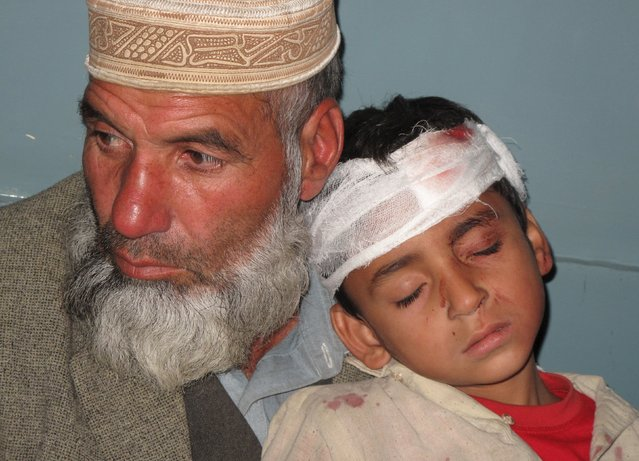 A boy (R), who was injured during an earthquake, leans on his father's shoulder after receiving first aid at hospital in Mingora, Swat, Pakistan October 26, 2015. (Photo by Hazrat Ali Bacha/Reuters)