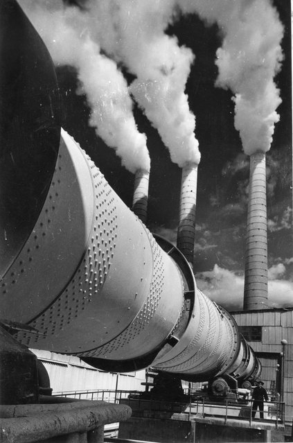 Concrete Factory, 1954. After serving in the second world war, Vsevolod Tarasevich went back to photography, working for Sovyetsky Soyuz, Ogonyok and Rabotnitsa magazines, as well as Soviet Photo. Much of his work is concerned with the virtues and achievements of science and technology. (Photo by Vsevolod Tarasevich/Lumiere Brothers Center for Photography)
