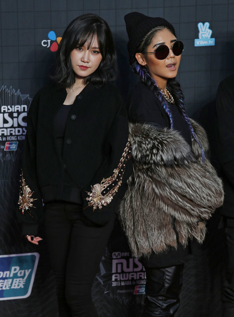 South Korean singers Yezi (L) and Truedy pose on the red carpet during 2015 Mnet Asian Music Awards (MAMA) in Hong Kong, China December 2, 2015. (Photo by Bobby Yip/Reuters)