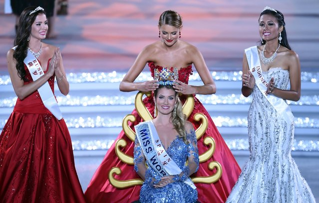 Mireia Lalaguna Rozo (C) of Spain is crowned by former Miss World Jolene Strauss after winning the new title at the Miss World Grand Final in Sanya, next to Miss Russia, Sofia Nikitchuk (L) and Miss World Indonesia, Maria Harfanti (R) in southern China's Hainan province on December 19, 2015. (Photo by Johannes Eisele/AFP Photo)