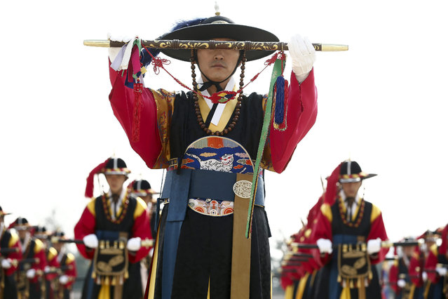 South Korean tradition honor guards salute during a welcoming ceremony of the Chinese Defense Minister Chang Wanquan (not pictured) at the headquarters of the Defense Ministry in Seoul, South Korea, 04 February 2015. Chang Wanquan arrived in Seoul on a three-day visit to discuss the two countries' military cooperation exchange and Northeast Asia security situation. (Photo by Jeon Heon-Kyun/EPA)