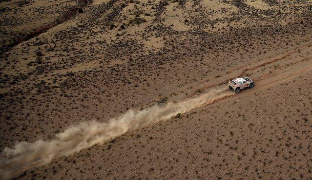 Sebastien Loeb of France drives his Peugeot during the fifth stage Jujuy-Uyuni of the Dakar Rally 2016 near Uyuni, Bolivia, January 7, 2016. (Photo by Marcos Brindicci/Reuters)