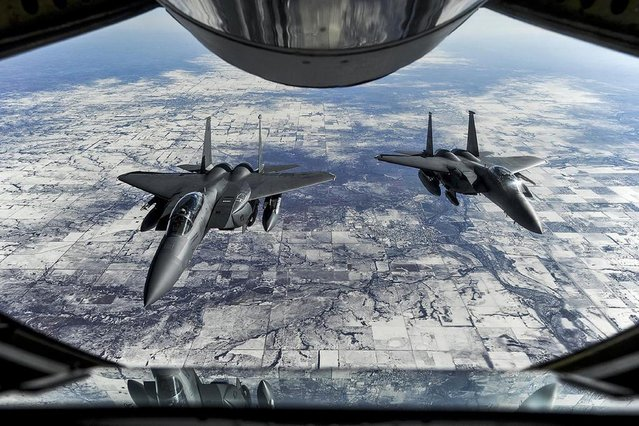Two F-15E Strike Eagles wait to receive fuel from a KC-135R Stratotanker during exercise Red Flag 15-1 on their way to Nellis Air Force Base, Nev., Jauary. 23, 2015. The F-15s are assigned to the 4th Fighter Wing. U.S. (Photo by Airman 1st Class Aaron J. Jenne/Reuters)