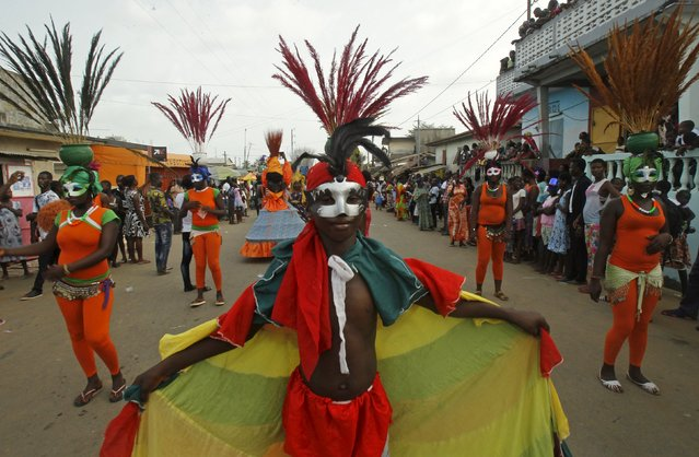 Participants take part in a parade during the Popo (Mask) Carnival of Bonoua, in the east of Abidjan, April 18, 2015. (Photo by Luc Gnago/Reuters)
