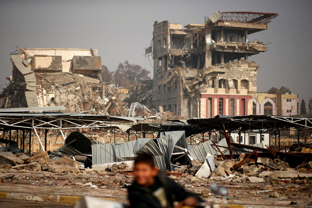 Buildings destroyed during previous clashes are seen as Iraqi forces battle with Islamic State militants in Mosul, Iraq January 23, 2017. (Photo by Ahmed Jadallah/Reuters)