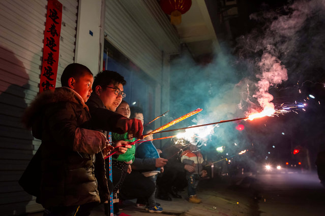 Children play with fire crackers on the eve of the Chinese Lunar New Year, or the Spring Festival, in Lianyungang, Jiangsu province, China January 27, 2017. (Photo by Reuters/Stringer)