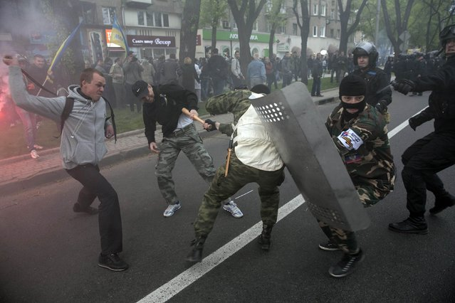 Pro-Russian (R) and pro-Ukrainian supporters clash during a pro-Ukrainian rally in Donetsk, eastern Ukraine April 28, 2014. Several people were wounded when pro-Russian separatists attacked a rally in support of Ukrainian unity in the separatist-held city of Donetsk in eastern Ukraine on Monday. (Photo by Baz Ratner/Reuters)