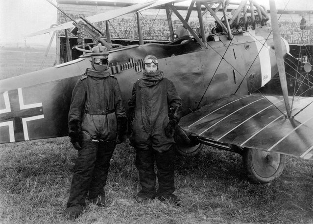 German pilot Richard Scholl and his co-pilot Lieutenant Anderer, in flight gear beside their Hannover CL.II biplane in 1918. (Photo by CC BY SA Carola Eugster via The Atlantic)