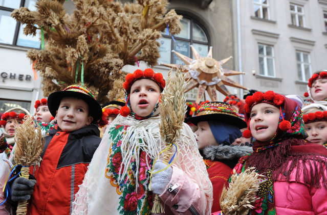 Ukrainians sing Christmas carols as they carry decorated stars of Bethlehem and sheaves of wheat in their hands during a parade in downtown Lviv, West Ukraine, 06 January 2020. Ukrainian believers celebrate the Orthodox Christmas Day according to the old Julian calendar on 07 January. (Photo by Mykola Tys/EPA/EFE)