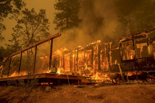 A home burns as the Butte Fire rages near Mountain Ranch, California September 11, 2015. (Photo by Noah Berger/Reuters)