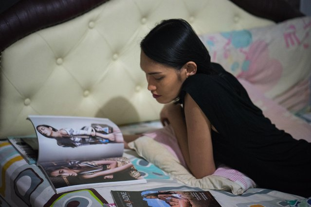 "Kritchaya ""Lolita"" Boonhor reads a magazine in which she is featured and dreams of being a Victoria's Secret model, in Bangkok, Thailand, 28 November 2017. (Photo by Lola Levan/EPA/EFE)"