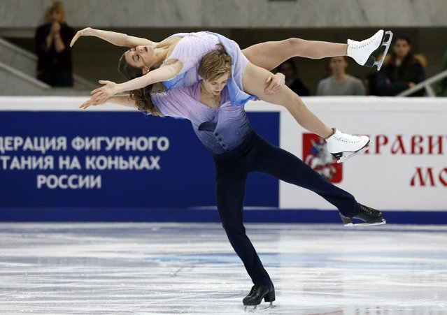 Kaitlin Hawayek and Jean-Luc Baker of the U.S. perform during the ice dance free dance program at the Rostelecom Cup ISU Grand Prix of Figure Skating in Moscow November 15, 2014. (Photo by Grigory Dukor/Reuters)