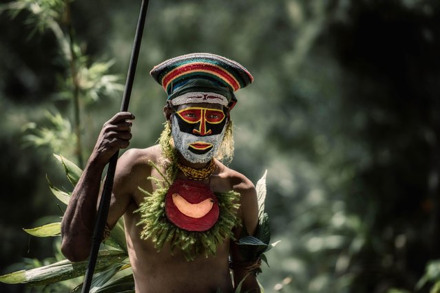 The men of the fearsome Kunai tribe carry spears, bows and axes. (Photo by Trevor Cole/Media Drum World)