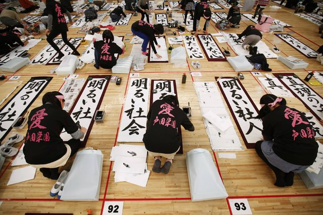Japanese school boys and girls participate in a calligraphy contest to celebrate the New Year in Tokyo January 5, 2015. (Photo by Issei Kato/Reuters)
