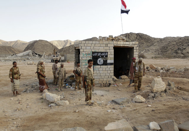 Soldiers stand at a post which was previously controlled by al Qaeda insurgents in al-Mahfad, in the southern Yemeni province of Abyan May 23, 2014. (Photo by Khaled Abdullah/Reuters)