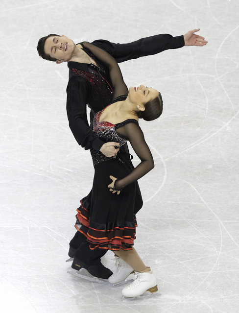 Stasia Cannuscio and Colin McManus perform during the short dance program at the U.S. Figure Skating Championships in Greensboro, N.C., Friday, January 23, 2015. (Photo by Chuck Burton/AP Photo)