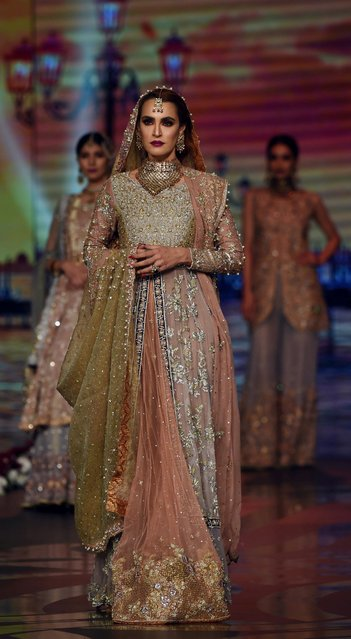 A model presents a creation by Pakistani fashion designer Uzma Babar on the final day of the Fashion Bridal Couture Week in Lahore on November 27, 2016. (Photo by Arif Ali/AFP Photo)