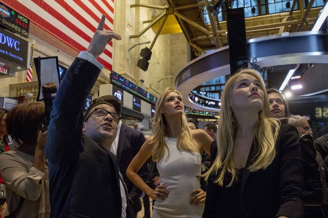 Sports Illustrated swimsuit models Kelly Rohrbach (C) and Ashley Smith (R) are given a tour of the floor of the New York Stock Exchange February 6, 2015. (Photo by Brendan McDermid/Reuters)