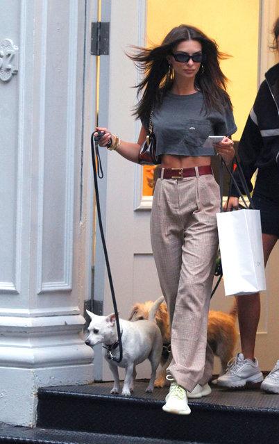 Model  Emily Ratajkowski walks her dog while doing some shopping around Manhattan's Soho Neighborhood on September 13, 2018. (Photo by Splash News and Pictures)
