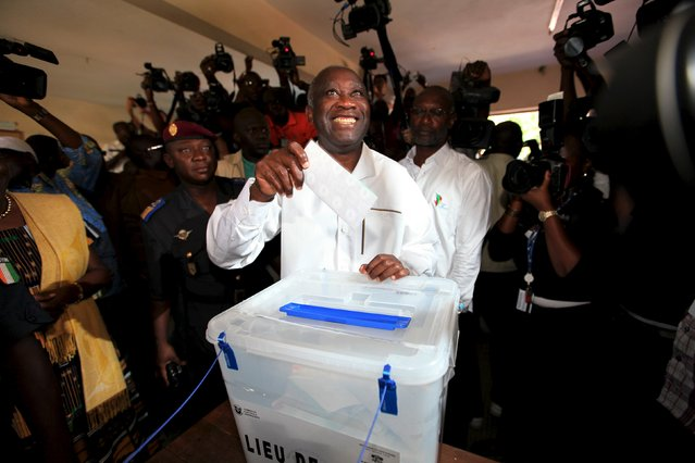 "President Laurent Gbagbo, presidential candidate for the FPI ""Ivorian Popular Front"", votes on October 31, 2010 at the EPP les Jardin de la Riviera in Abidjan. (Photo by Luc Gnago/Reuters)"