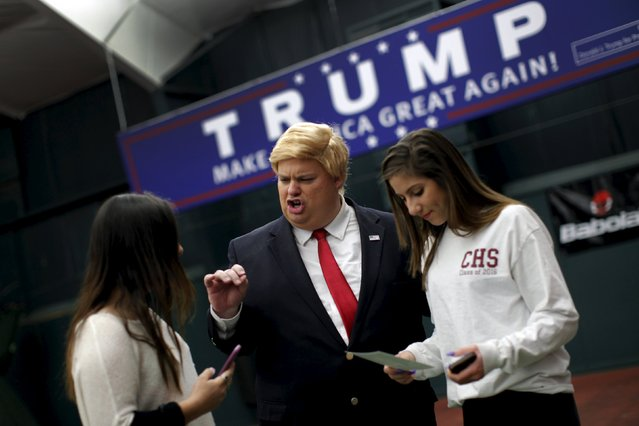 Eric Jackman, an impersonator of Republican presidential candidate Donald Trump speaks with two Trump supporters while attending a Trump campaign rally in Milford, New Hampshire, February 2, 2016. (Photo by Mike Segar/Reuters)