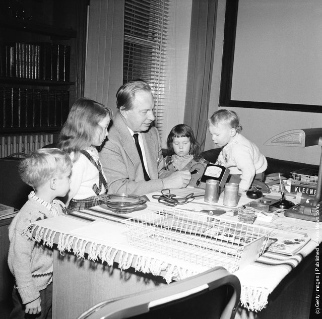 Ronald Hubbard, December 1959, with his children (left to right) Quentin, Diana, Suzette and Arthur