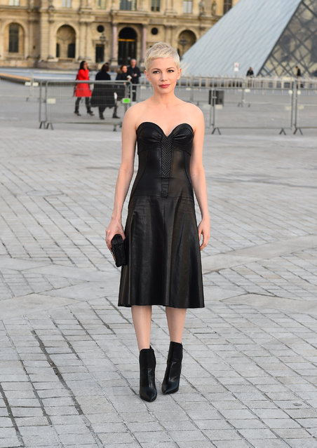 Michelle Williams looks chic at the Louis Vuitton fashion show during Paris Fashion Week on March 7, 2017. (Photo by Neil Warner/Splash News and Pictures)