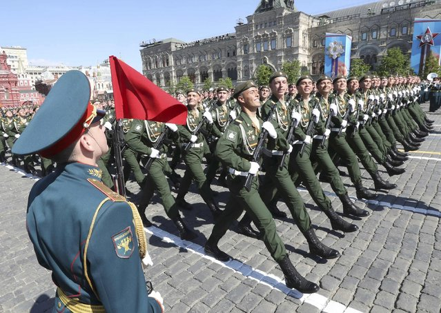 Russian servicemen take part in the Victory Day parade, marking the 71st anniversary of the victory over Nazi Germany in World War Two, at Red Square in Moscow, Russia, May 9, 2016. (Photo by Grigory Dukor/Reuters)