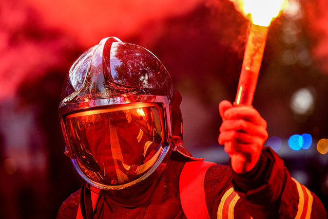 Firefighters continue their protests in Paris, France on October 15, 2019 calling for the government's support in their battle against low pay and difficult working conditions. (Photo by Julien Mattia/Le Pictorium Agency via Zuma Press/Rex Features/Shutterstock)