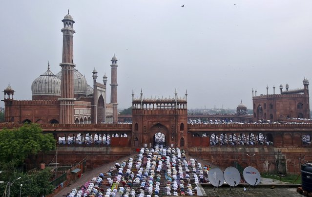 Muslims pray at the Jama Masjid (Grand Mosque) on the occasion of Eid al-Fitr in the old quarters of Delhi, India, July 18, 2015. The Eid al-Fitr festival marks the end of the holy month of Ramadan. (Photo by Anindito Mukherjee/Reuters)