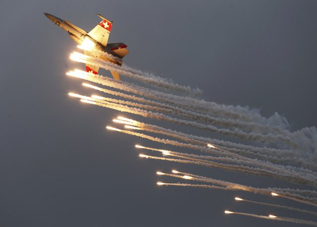 A Swiss Air Force F/A 18 Hornet aircraft releases flare during the Air14 airshow at the airport in Payerne August 31, 2014. (Photo by Denis Balibouse/Reuters)