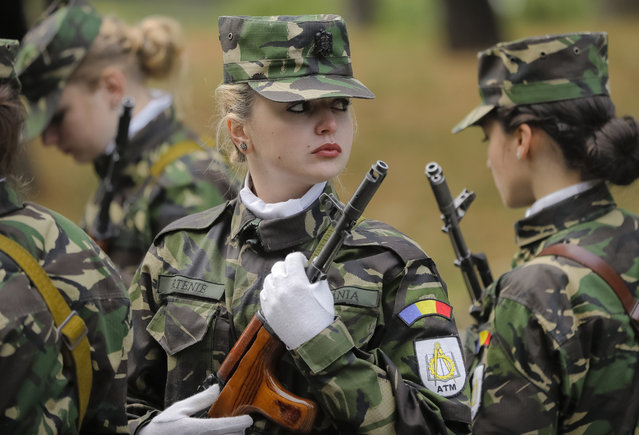 Students hold their weapons before the swearing in ceremony for the military students, in Bucharest, Romania, Wednesday, October 25, 2017. (Photo by Vadim Ghirda/AP Photo)