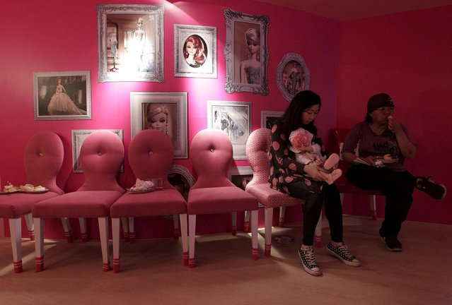 Customers eat dessert during the media preview of a Barbie-themed cafe in Taipei in this January 30, 2013 file photo. Taiwan is expected to release inflation data this week. (Photo by Pichi Chuang/Reuters)