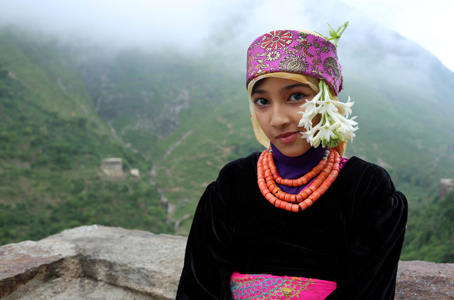 A girl sits on the roof of her house on Dhalamlam Mountain in the Jafariya district of the western province of Raymah, Yemen June 1, 2016. (Photo by Abduljabbar Zeyad/Reuters)