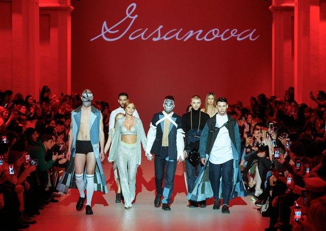 Models present a creation by Ukrainian designer Elvira Gasanova during the Ukrainian Fashion Week in Kiev, Ukraine, 03 February 2018. (Photo by Sergey Dolzhenko/EPA/EFE)