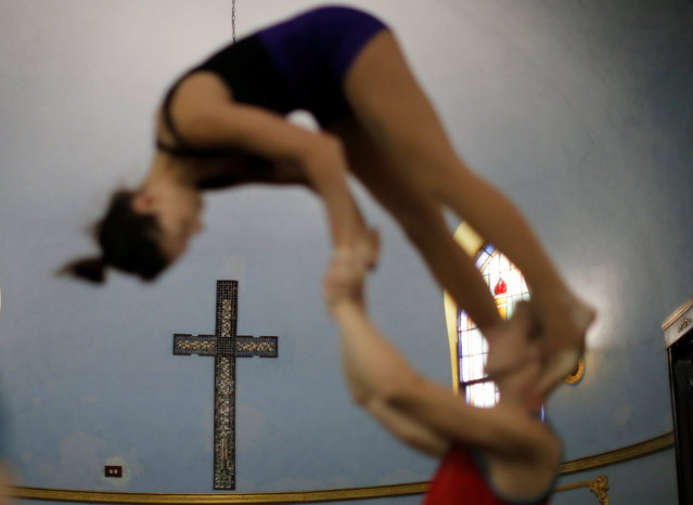 Performers train at the Aloft Loft circus training and teaching school which was converted from a church, in Chicago, Illinois, U.S., September 22, 2016. (Photo by Jim Young/Reuters)