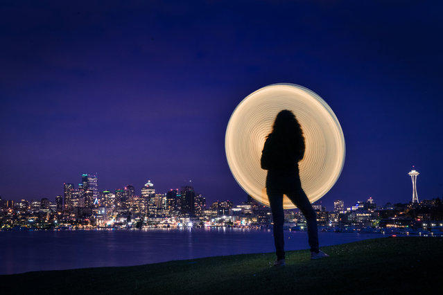 Magnificent pictures taken by Grant Mallory in front of the beautiful Seattle skyline. (Photo by Grant Mallory/Caters News)
