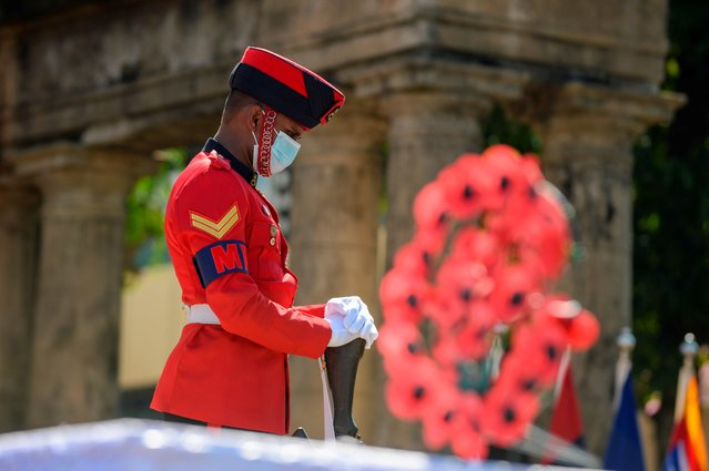 A soldier takes part in a ceremony to mark Poppy Day, Remembrance Day to pay respects to fallen colleagues and war veterans from the two World Wars as well as from the internal Tamil separatist conflict, at the war memorial in Colombo on November 15, 2020. (Photo by Lakruwan Wanniarachchi/AFP Photo)