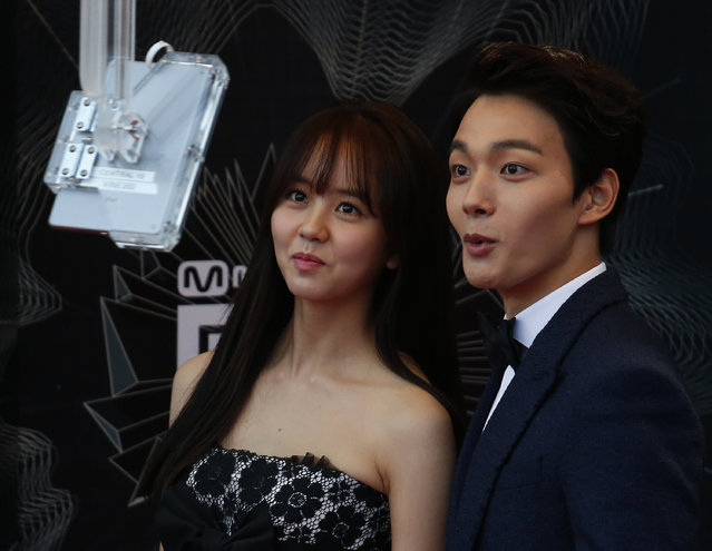 South Korean actor Yeo Jin-goo and actress Kim So-hyun react in front of a camera on the red carpet during 2015 Mnet Asian Music Awards (MAMA) in Hong Kong, China December 2, 2015. (Photo by Bobby Yip/Reuters)