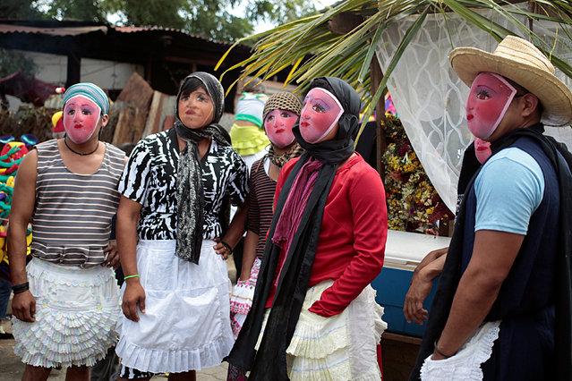 Masked men take part in the festivities in honour of patron saint San Jeronimo in Masaya city, Nicaragua November 20, 2016. (Photo by Oswaldo Rivas/Reuters)