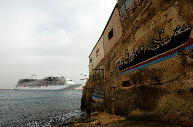 "The cruise liner ""Marina"" passes near graffiti paintings depicting ships as it arrives in Valletta's Grand Harbour, Malta, November 8, 2016. (Photo by Darrin Zammit Lupi/Reuters)"
