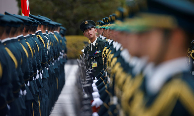 Members of Japan's Self-Defence Force's honour guard prepare for a ceremony for U.S. Defense Secretary Ash Carter at the Defense Ministry in Tokyo, Japan, December 7, 2016. (Photo by Toru Hanai/Reuters)