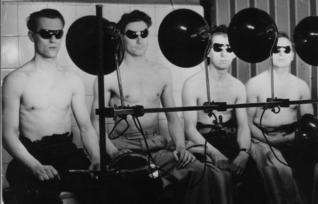 Civil Defence workers at Finsbury, London, using a Czech invention at the local Health Centre called the mixray which claims to provide the beniftial qualities of sunlight artificially, 17th April 1942. (Photo by Harry Todd/Fox Photos/Getty Images)
